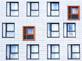 facade 828984 1920 - Окна из ПВХ